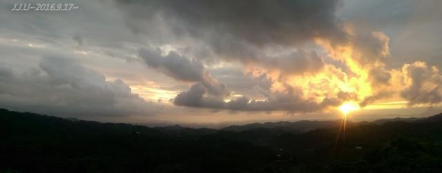 【小品】 JJLi 在 中興嶺 看夕陽